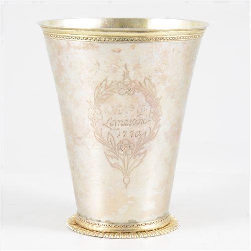 Lot 8-Scandinavian parcel gilt peg beaker, maker's mark only FR, possibly Norwegian, 18th century.