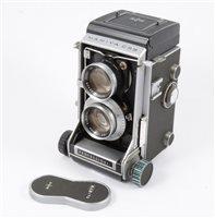 "Lot 124-A Mamiya C33 ""Professional"" camera."
