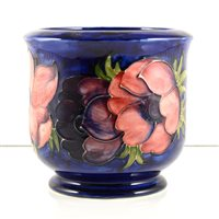 Lot 531-A Moorcroft Pottery planter, 'Anemone' designed by Walter Moorcroft, 13cm