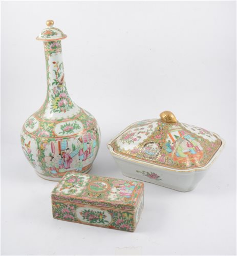 Lot 32-Three Chinese famille rose items