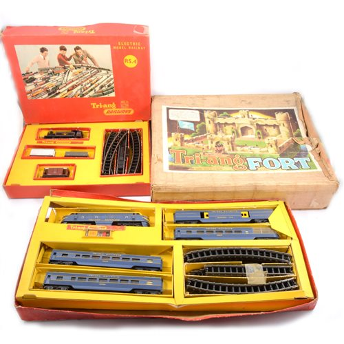 Lot 8-Tri-ang OO gauge railways collection, including RS.14 set etc