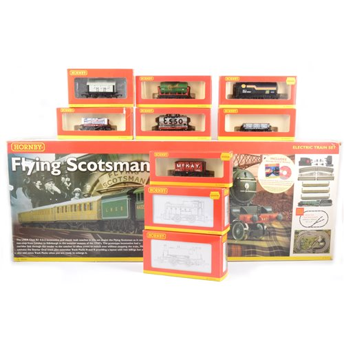 Lot 1-Hornby OO gauge railways Flying Scotsman set R.1019