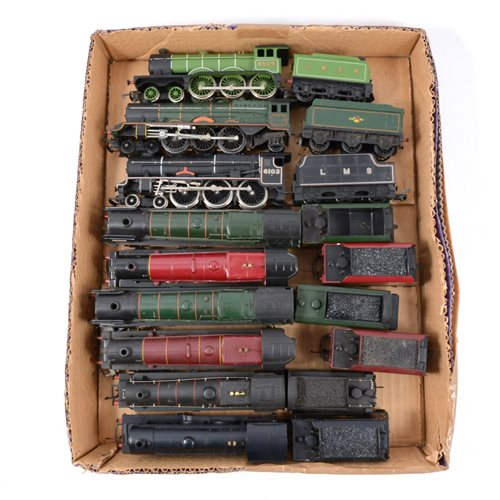 Lot 12-OO gauge railways locomotives