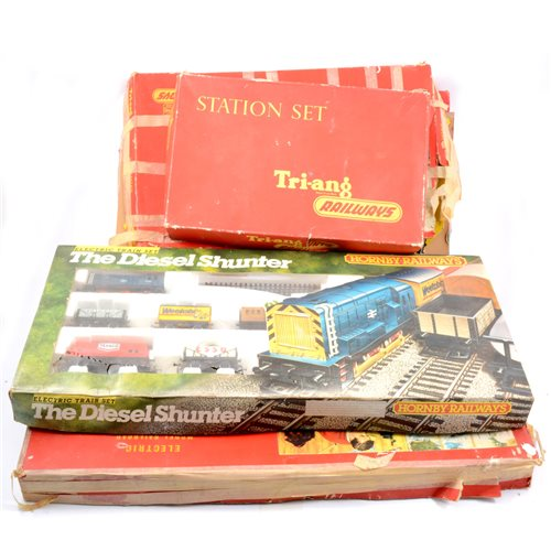 Lot 24-Tri-ang and Hornby OO gauge railway sets