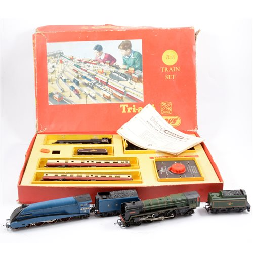 Lot 3-Tri-ang OO gauge railways, including Sir Nigel Gresley and Britannia locomotives, R3A train set with locomotive