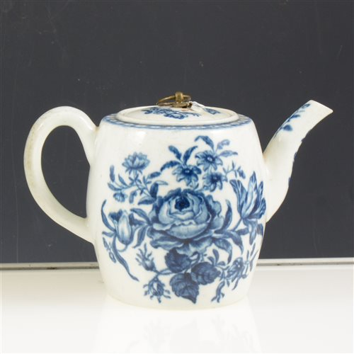 Lot 5 - First period Worcester blue and white teapot, printed rose-centred spray group. circa 1770, restored lid, 10cms.