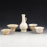 Lot 49-Five items of Chinese blanc de chine porcelain