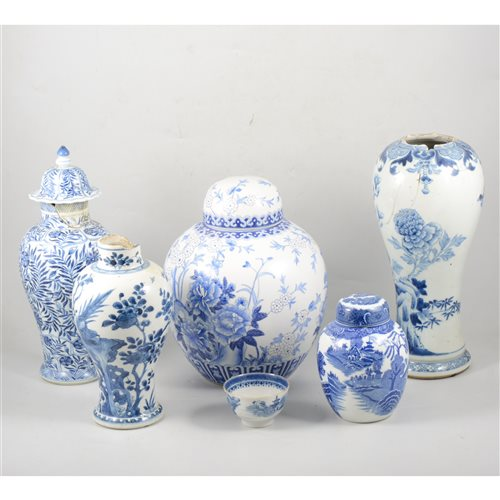 Lot 75-A quantity of Chinese blue and white ceramics