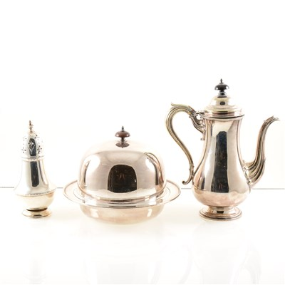 Lot 221-A collection of silver and silver-plated items, to include a silver sugar dredger, marks rubbed, 12cm, a set of four miniature dredgers by Atkin Brothers, Sheffield 1900, 7cm