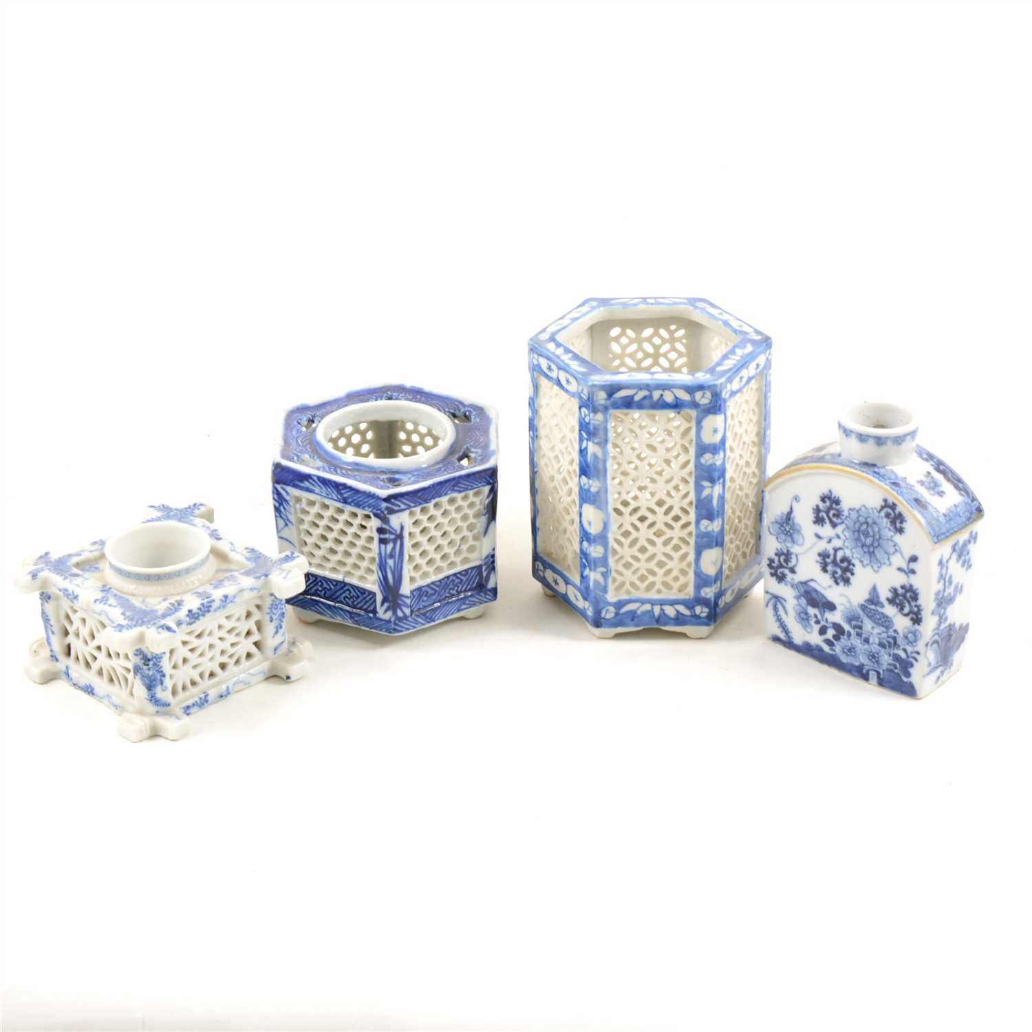 Lot 98-Chinese Export porcelain blue and white tea caddy, ...