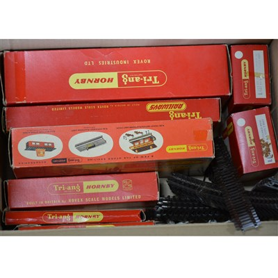 Lot 11-Tri-ang OO gauge railway set, other accessories and track