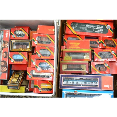 Lot 19-Large quantity of OO gauge railway wagons, coaches and accessories.