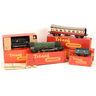 Lot 12-Tri-ang OO gauge model railway; including R152 0-6-0 diesel shunter engine, etc