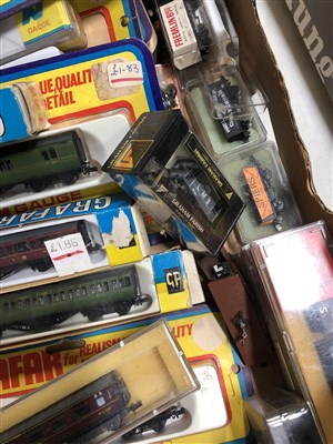 Lot 34-N gauge model railways, including four engines, some by Grafar.