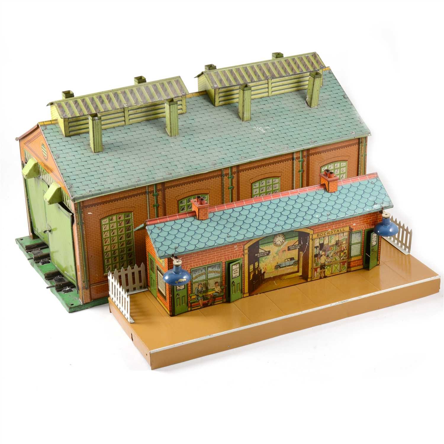 Lot 39 - Hornby O gauge double engine shed and station platform with electric lights.