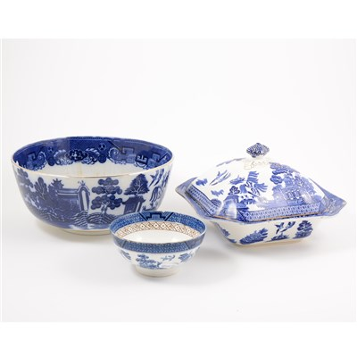 Lot 48-A matched part dinner service of Willow pattern table ware