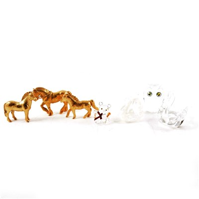 Lot 52-A collection of Swarovski crystal and other glass models, to include Swarovski diamond chaton (8cm diameter)
