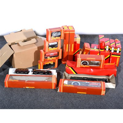 Lot 21-Hornby Dublo OO model railways; a selection to include locomotives etc