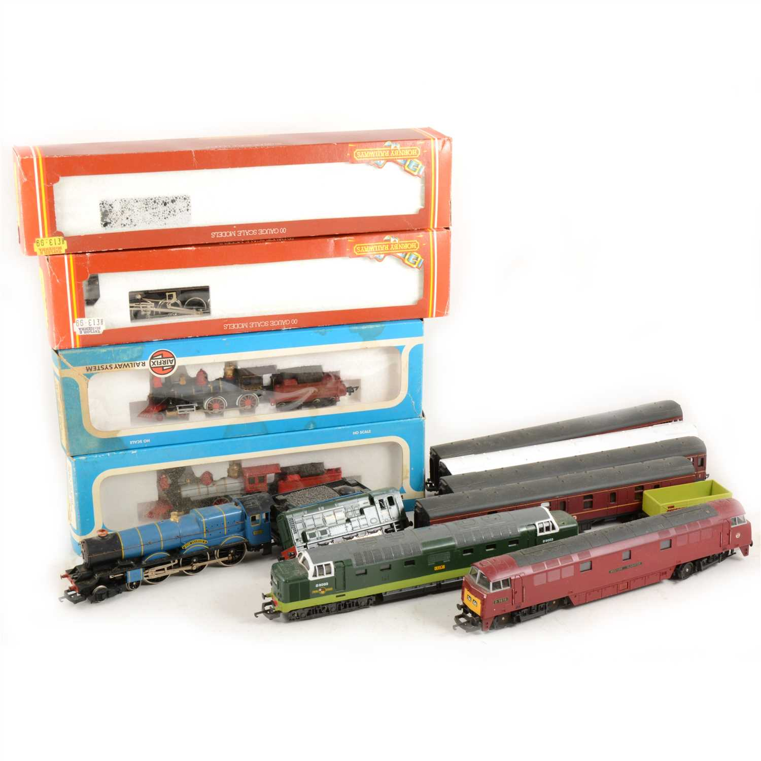 Lot 19-00 gauge model railways; a selection to include eight locomotives