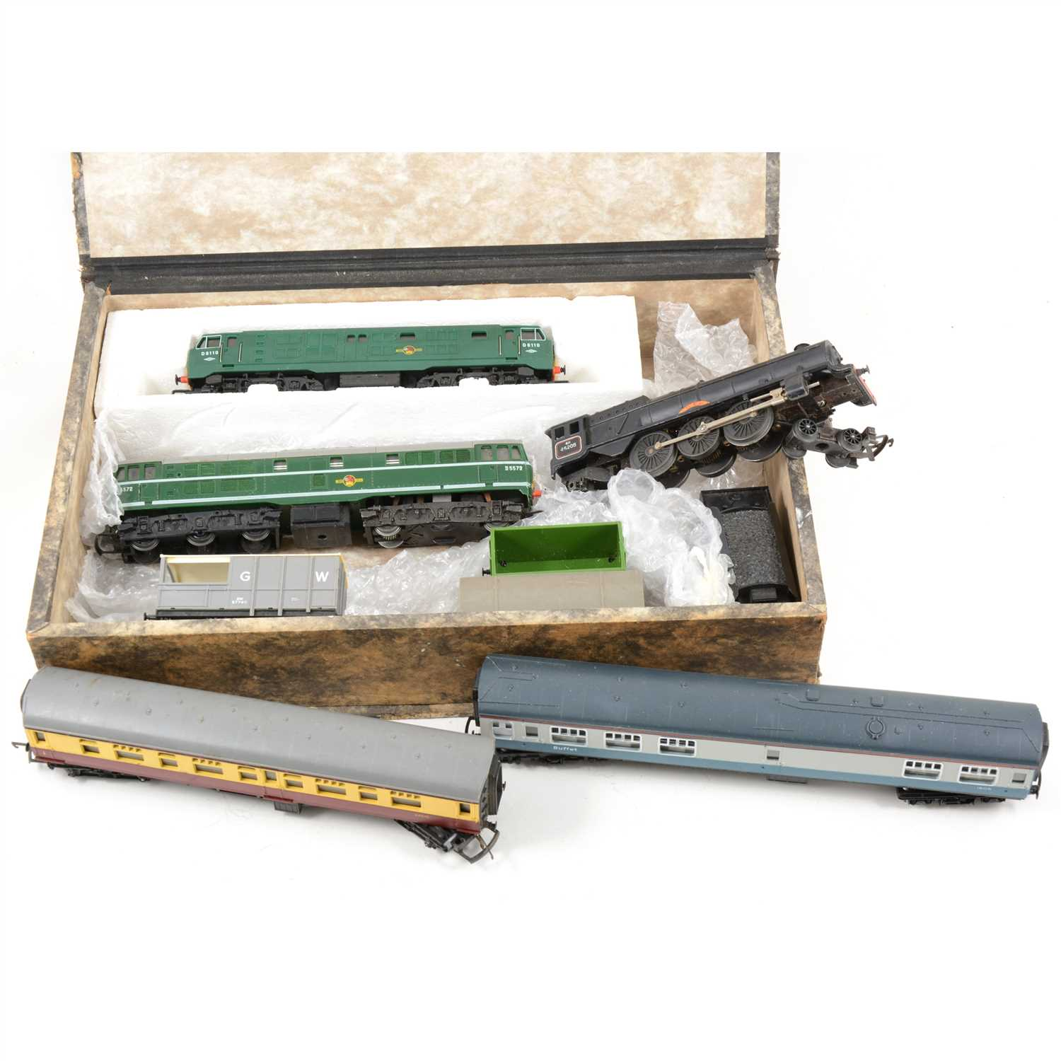 Lot 20-OO gauge model railways; mostly Tri-ang and Hornby trains