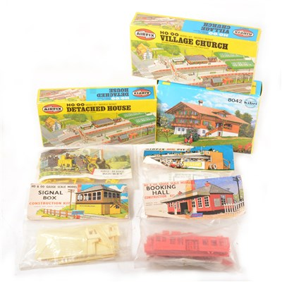 Lot 27-HO & OO gauge scale model construction kits mostly by Airfix