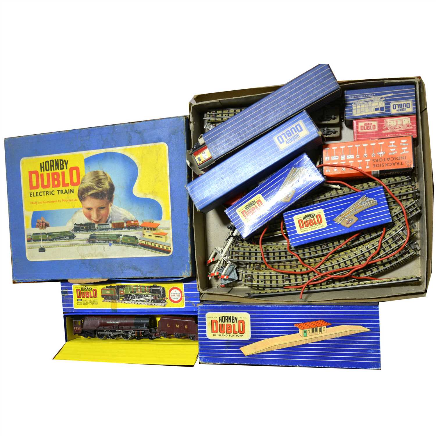 Lot 23-Hornby Dublo OO gauge model railways; including EDG18 2-6-4 Tank Goods train set and others.