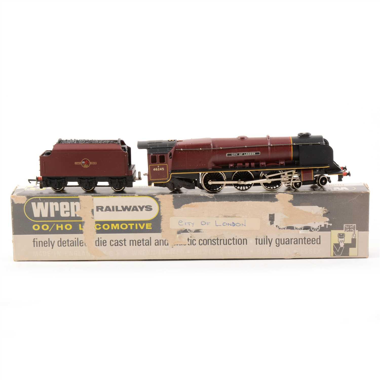Lot 15-Wrenn OO gauge model railway locomotive; W2226 'City of London', boxed