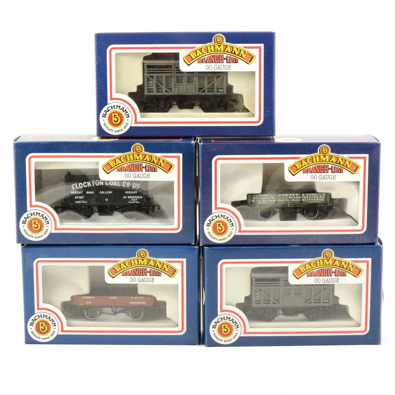 Lot 35-Sixteen Bachmann OO gauge model railway wagons; all boxed.