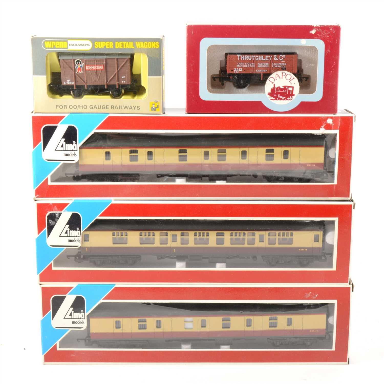 Lot 37-OO gauge model railway passenger coaches and wagons