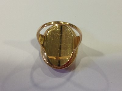 Lot 37 - A 19th Century three colour gold ring.