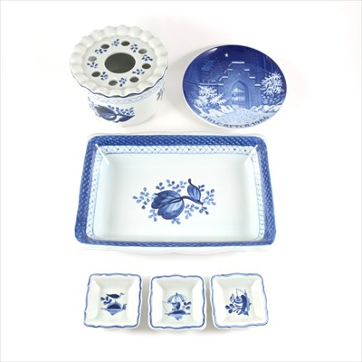 Lot 11-Royal Copenhagen Fajence ware including dish, three small pickle dishes, pot-pourri dish, and a Christmas plate 1986.