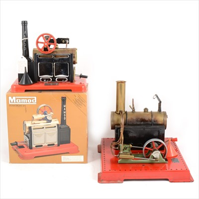 Lot 27-Mamod live steam; two stationary steam engines, SE3 and SP2.