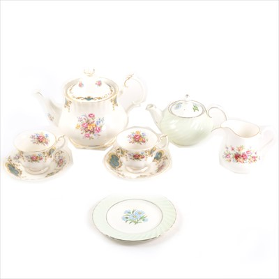 Lot 90-A quantity of tea and dinner ware, including Royal Albert 'Berkeley' pattern, Queen Anne ware, etc