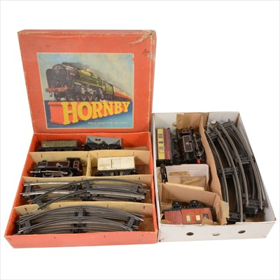 Lot 44-O gauge model railways; a collection to include Hornby no.40 Tank Goods set, etc