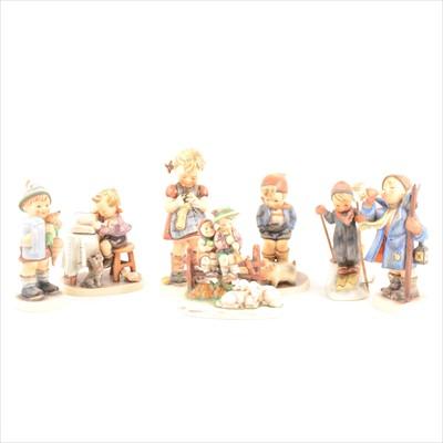 Lot 86-A collection of twenty five Hummel pottery figures
