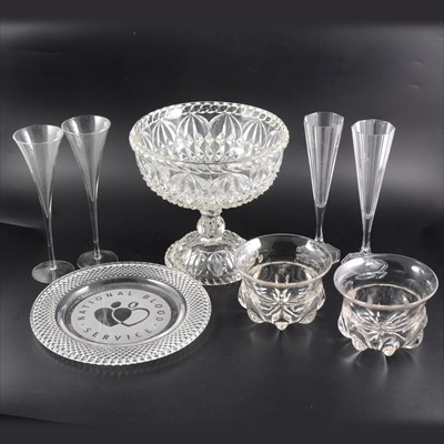 Lot 47-Quantity of glassware including set of six similar cut glass rinser bowls, etc