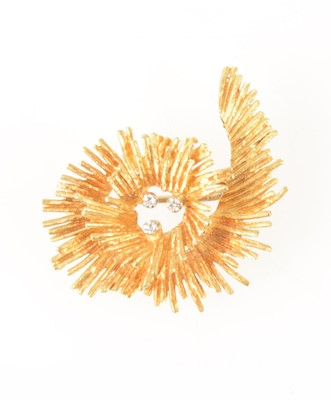 Lot 74-A vintage 18 carat yellow gold  brooch