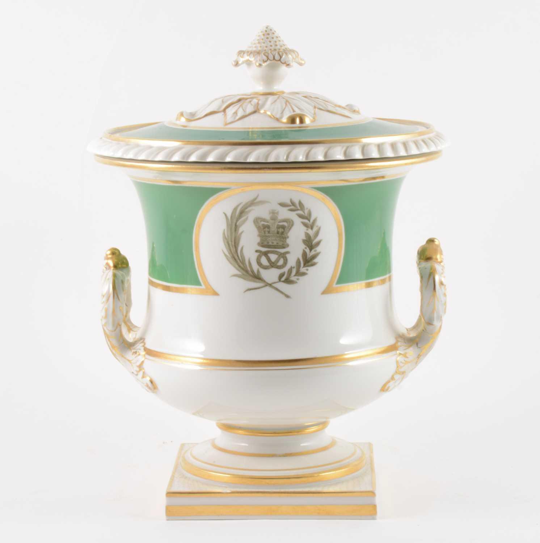 Lot 15-A Flight Barr & Barr period Worcester porcelain covered urn, 1825-30