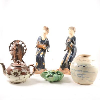 Lot 55-A box of assorted ceramics and household ornaments