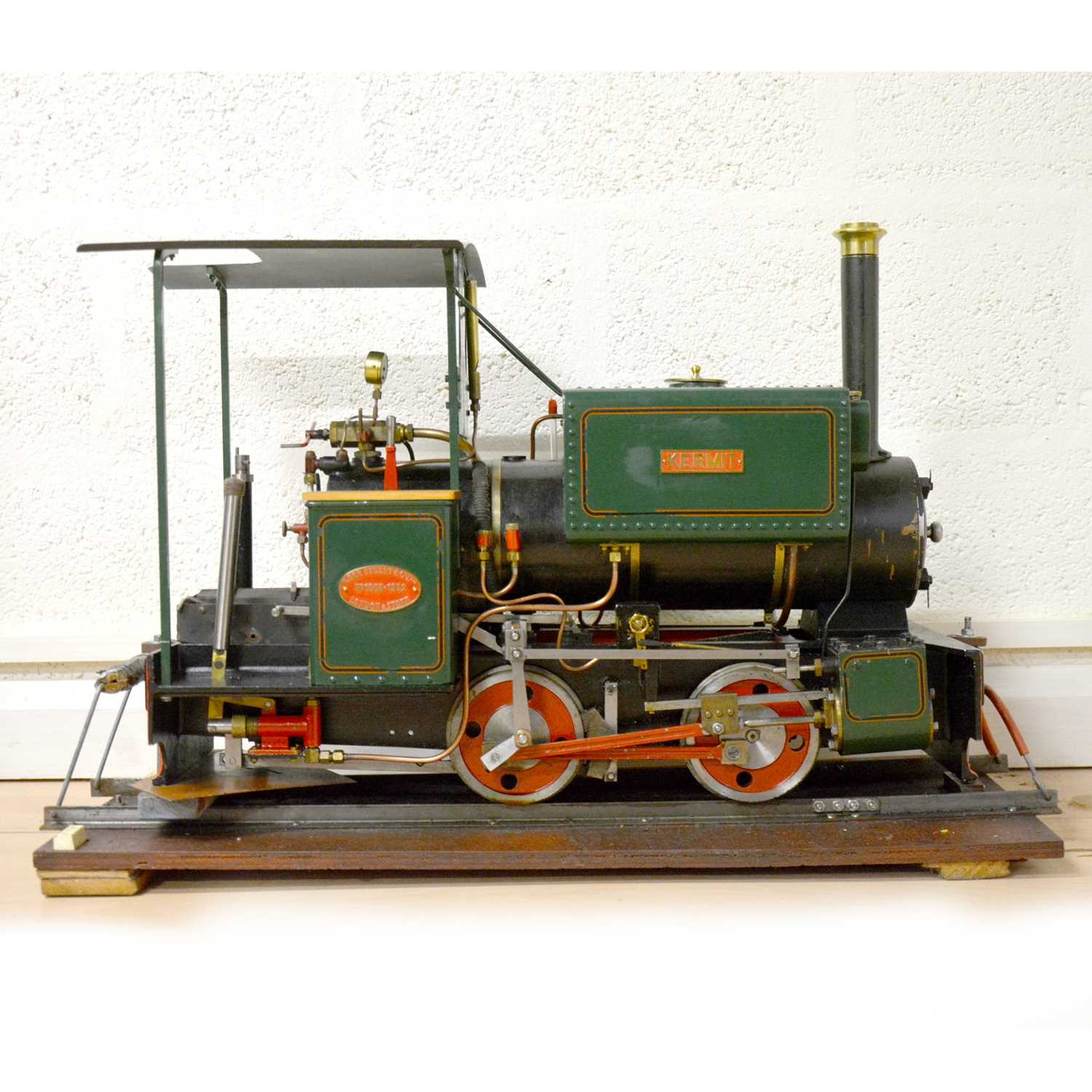 122 - Maxitrak live steam 5inch gauge Kerr Stuart Wren design locomotive, 0-4-2, in carry case.