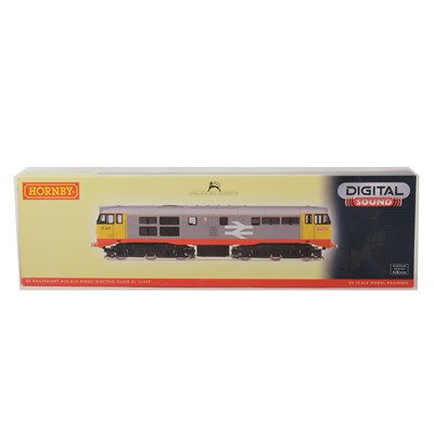 Lot 501 - Hornby OO gauge model railway locomotive, R2900XS