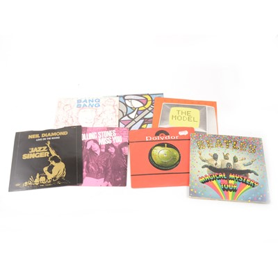 Lot 32-Vinyl single and EP record collection; aprox 82 including, The Beatle Magical Mystery Tour etc