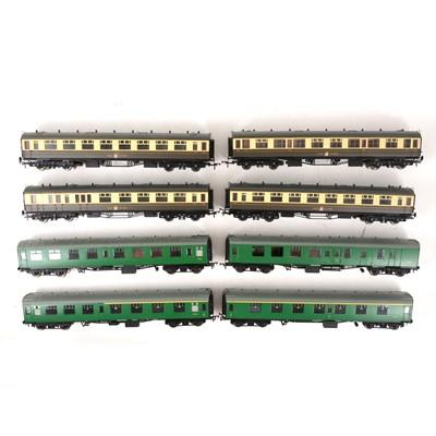 Lot 526 - Eight Bachmann OO gauge model railway passenger coaches, all loose