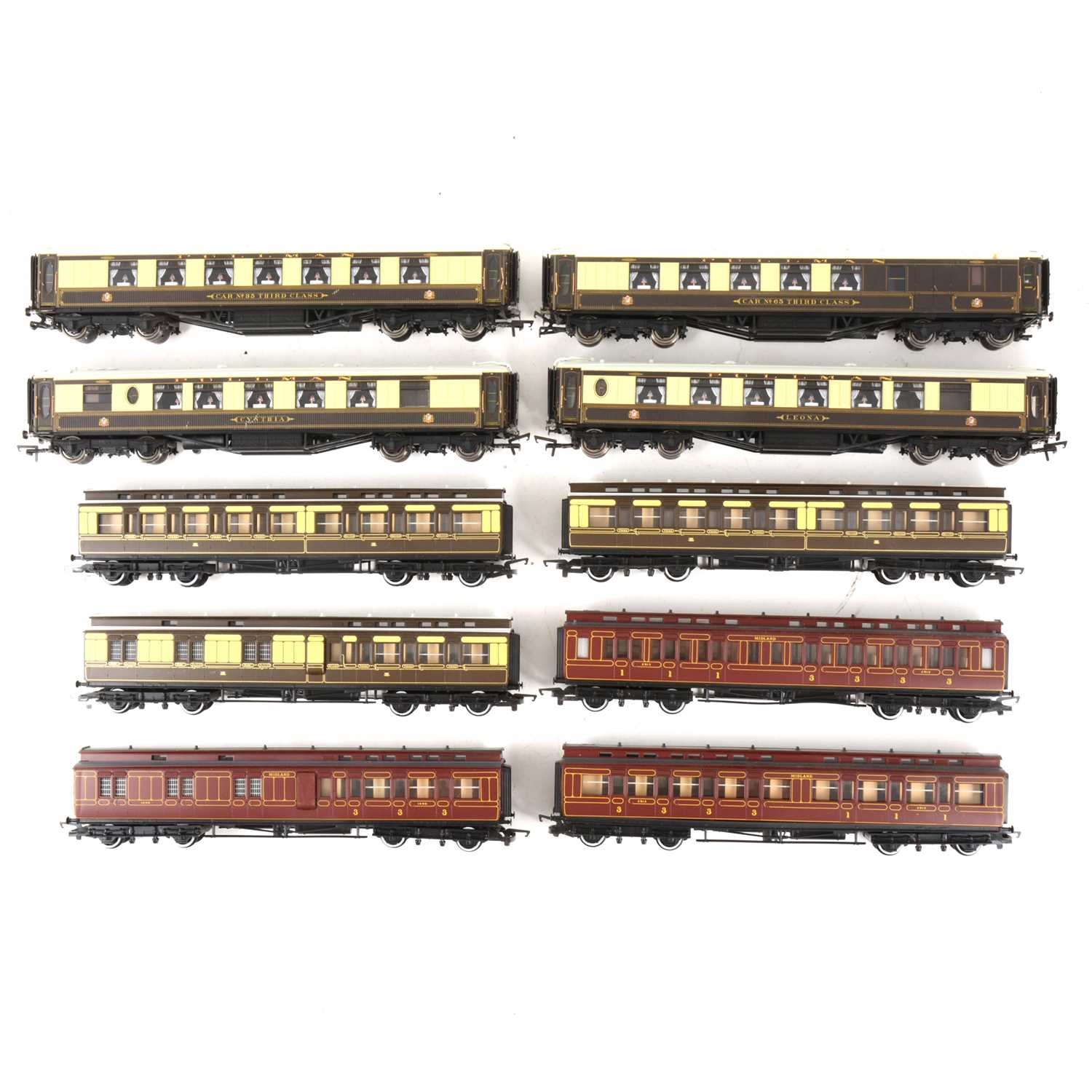 Lot 528 - Ten Hornby OO gauge model railway passenger coaches