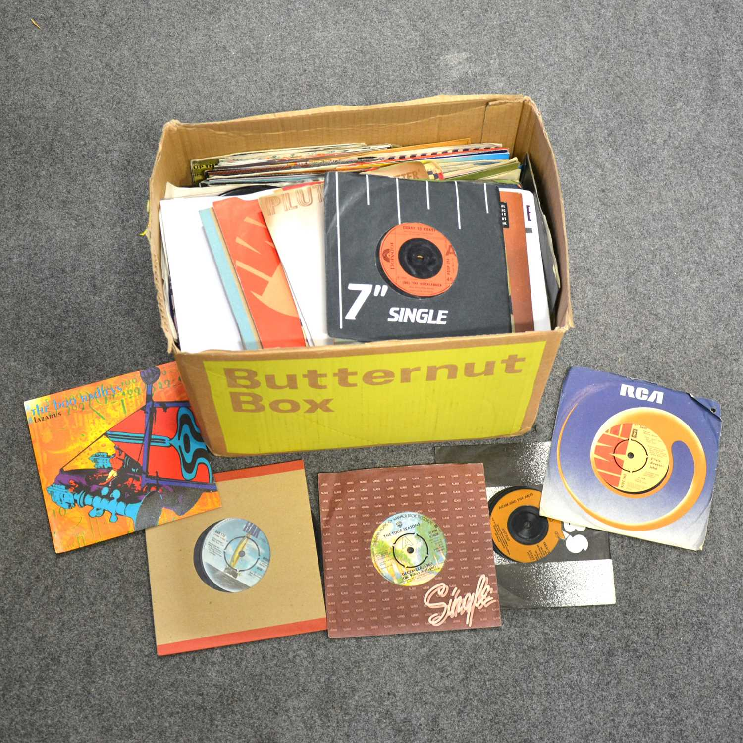 "Lot 40-A box of aprox 250 mixed 7"" single records, including The Seekers, ELO, Family, Dr Feelgood, etc"