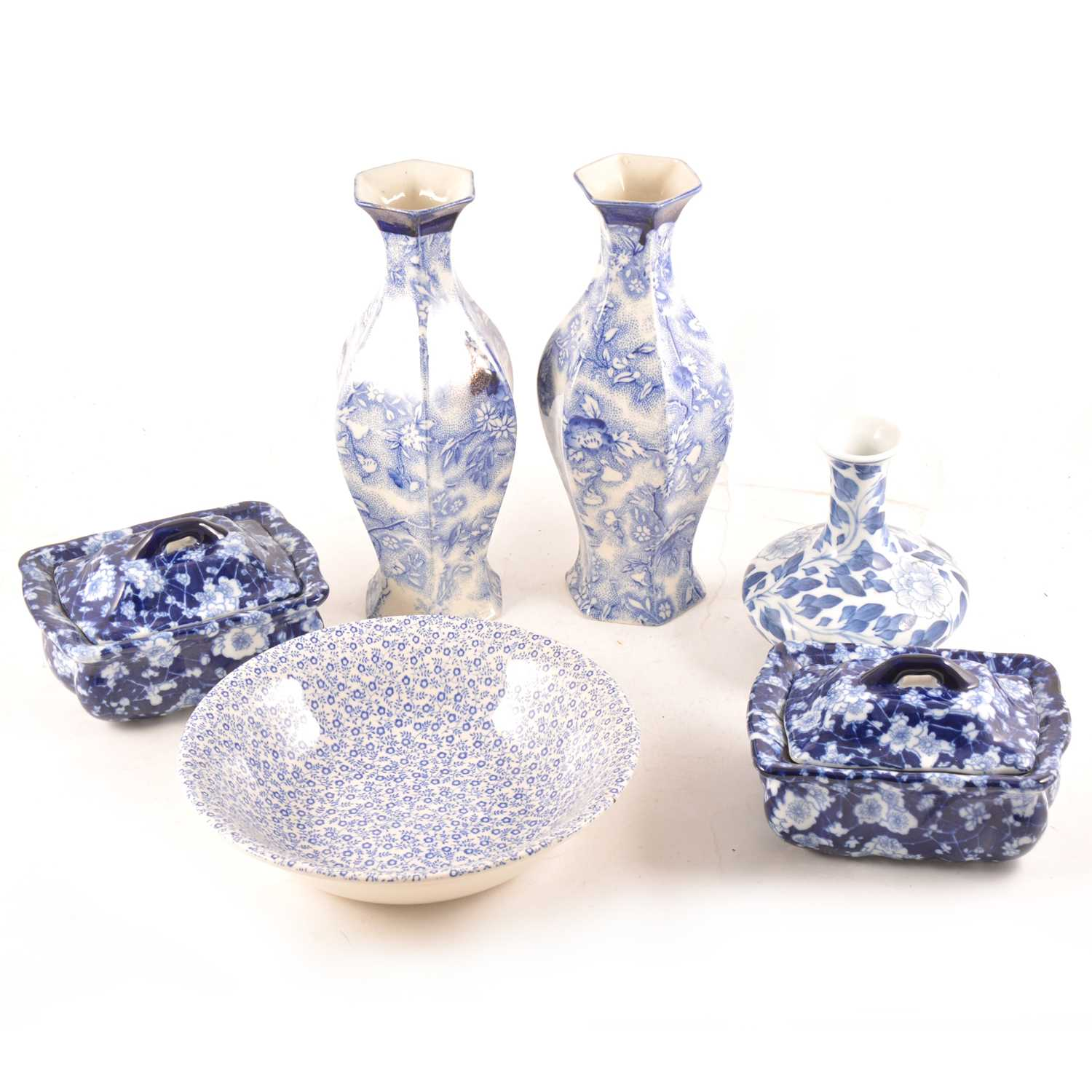 Lot 21-A quantity of blue and white transferware