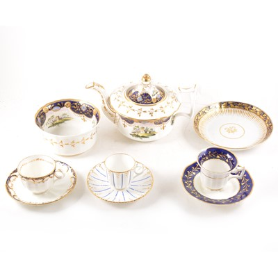 Lot 61 - An English porcelain teapot, and other teaware