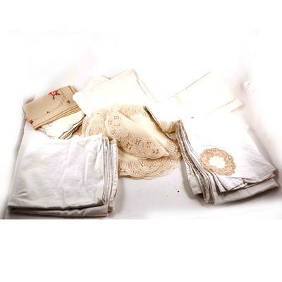 Lot 115 - Collection of table linen, including damask table cloths