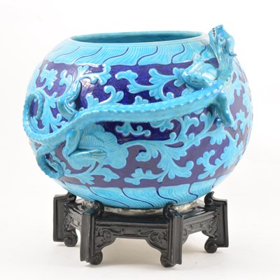 Lot 60 - A Worcester Chinese inspired dragon bowl and stand