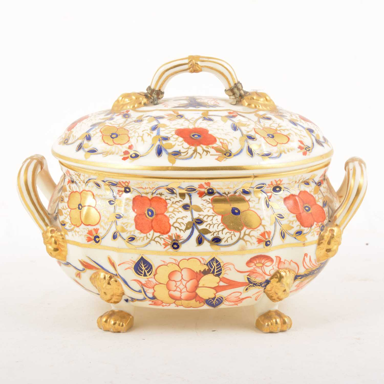 Lot 4 - A Royal Crown Derby Imari pattern tureen and cover